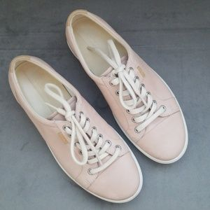 Ecco Blush Leather Sneakers